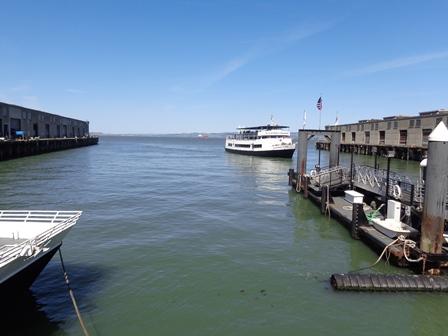 Ferry para Alcatraz chegando